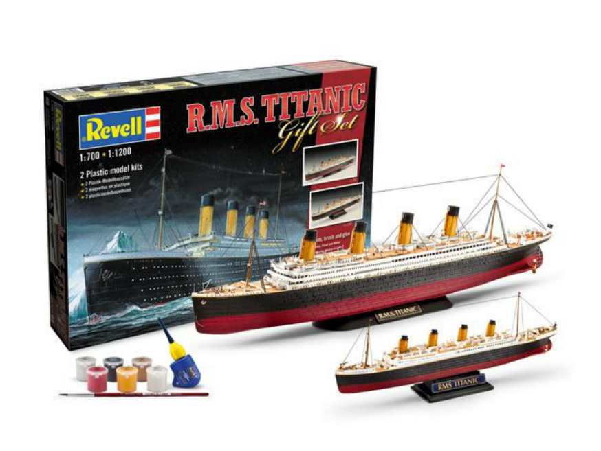 R.M.S.Titanic Set of 2 Plastic Model Kits
